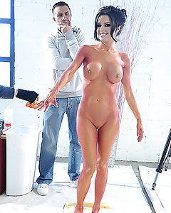 Veronica goes to Keiran's studio for a body painting photoshoot, but this super MILF painted as red tiger is a sight that no man can resist. Needless to say the whole thing turns into a wild fuck fest, or squirt fest in this particular case!