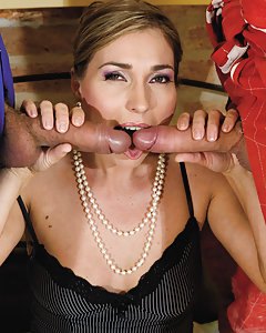 Milf Evelina is giving the best blowjobs in town since ever