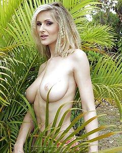 Sexy blonde big boob milf shoing her body in the backyard